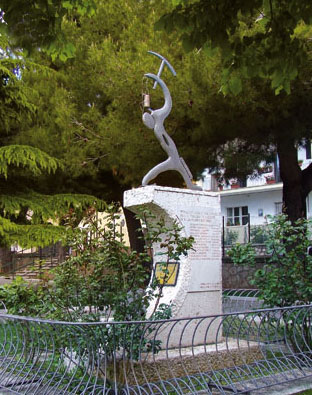 """monumento_caduti_san_giovanni_rotondo"""