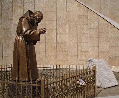 statua_padre_pio_san _giovanni_rotondo