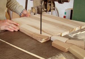 ai corsi di falegnameria del laboratorio artigianale Arte Facendo di San Giovanni Rotondo.